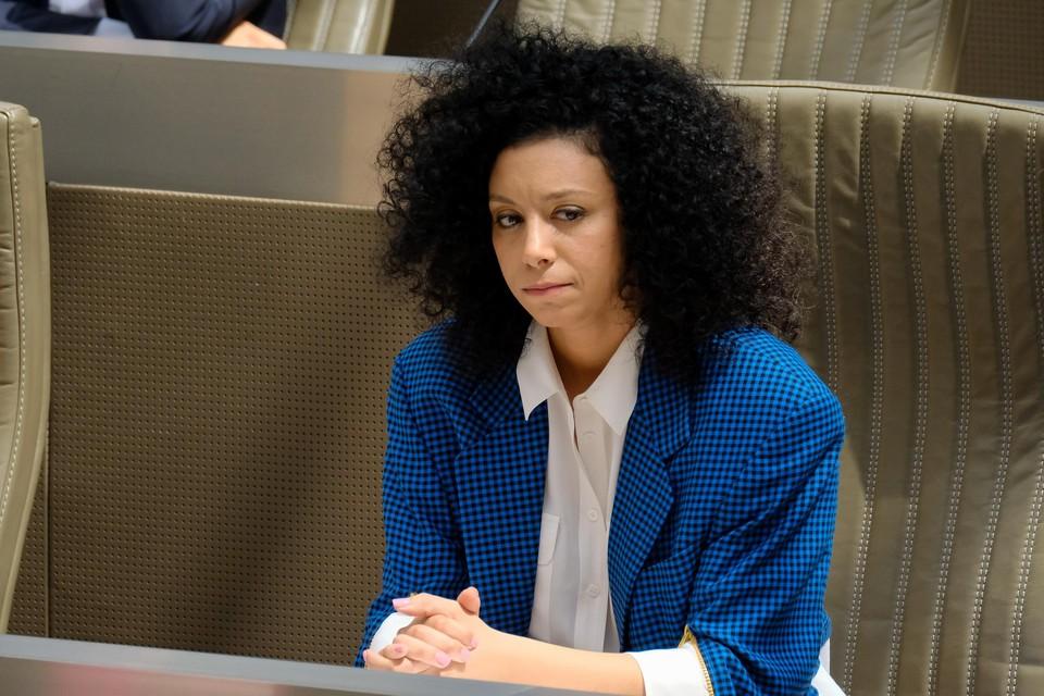Sihame El Kaouakibi diende een ziektebriefje in en blijft thuis met behoud van haar parlementaire wedde van zo'n zesduizend euro.