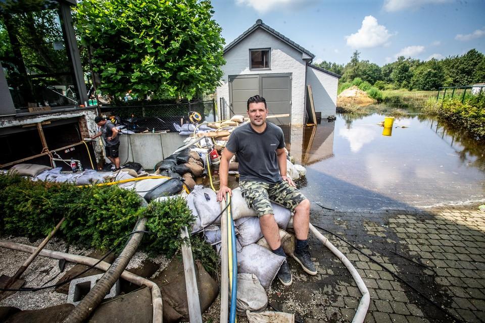 De kelder van Tom Vandersmissen is een versterkte burcht. Zijn hele tuin staat onder water.