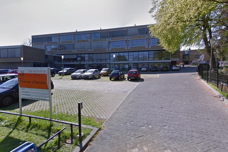 In het Nederlandse Arnhem zijn donderdag drie jongeren gewond geraakt bij een steekpartij
