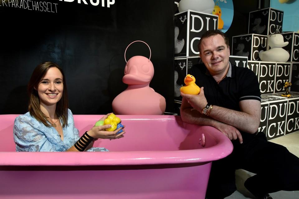 """""""Het is de eerste Duck Parade ooit wereldwijd"""", glunderen Steven Bervoets en Jolien Lenaerts van  organisator Quartier Bleu Retail."""