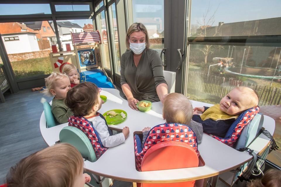Kirby Van Doninck, verantwoordelijke van kinderopvang 't Pamper Paleisje in Lummen, begrijpt niet waarom onthaalouders uit de boot vallen.