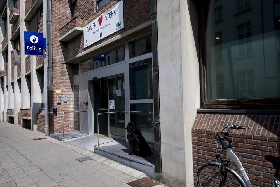 Het commissariaat van politiezone Mechelen-Willebroek. Hier ontsnapte de jonge verdachte door via een raam naar buiten te springen
