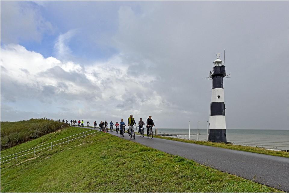 Deze achthoekige vuurtoren stamt uit 1867 en is de oudste nog intacte gietijzeren vuurtoren in Nederland.
