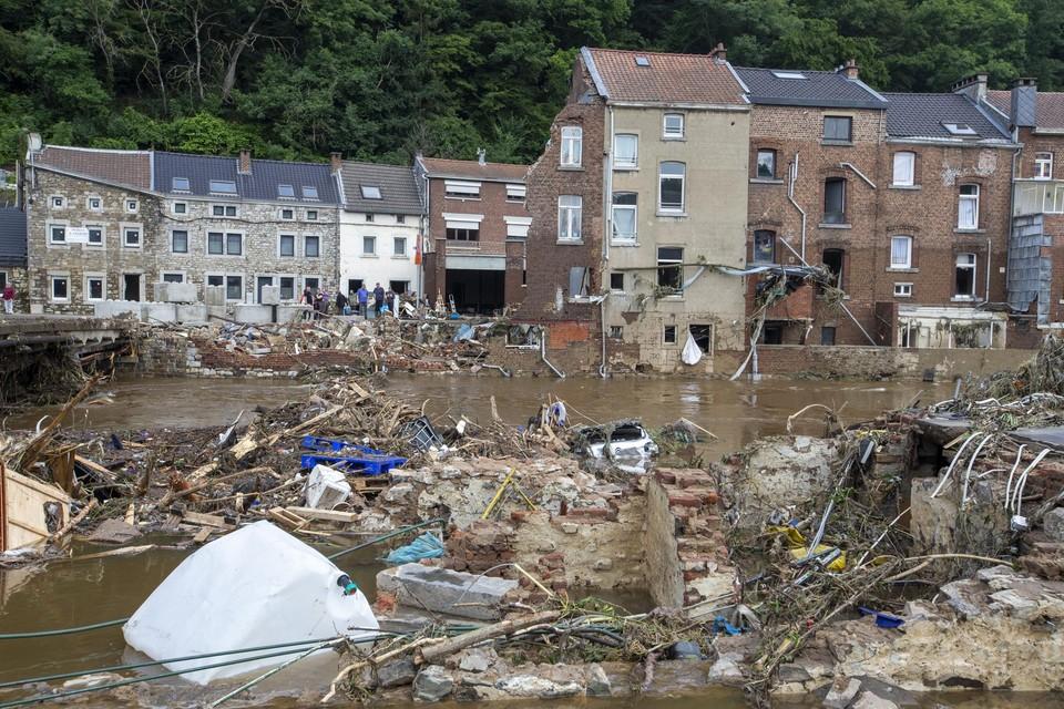 er wordt steeds luider geopperd dat het noodweer weliswaar extreem was, maar dat de natuurramp versterkt werd door foute menselijke beslissingen.