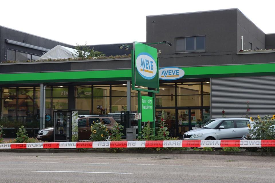 De winkel van Aveve bleef tijdens de brand gewoon geopend.