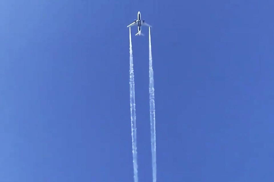 Het vliegtuig tijdens zijn noodlanding.