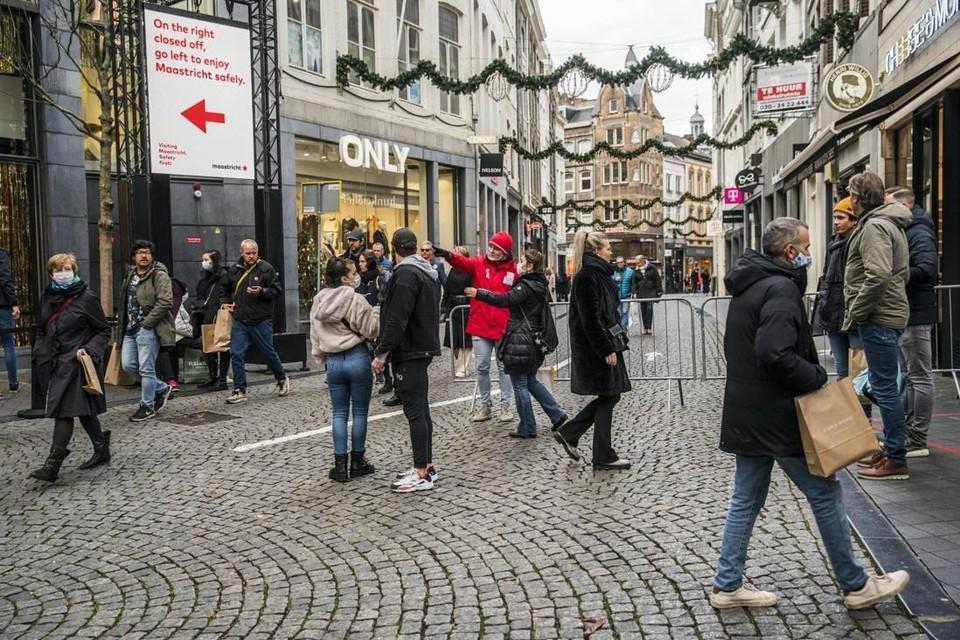 """Een overrompeling was het niet, maar Belgen blijven toch de grens over trekken om te gaan winkelen. """"Als ze dat echt niet willen, dan moeten ze maar iemand aan de grens zetten."""""""