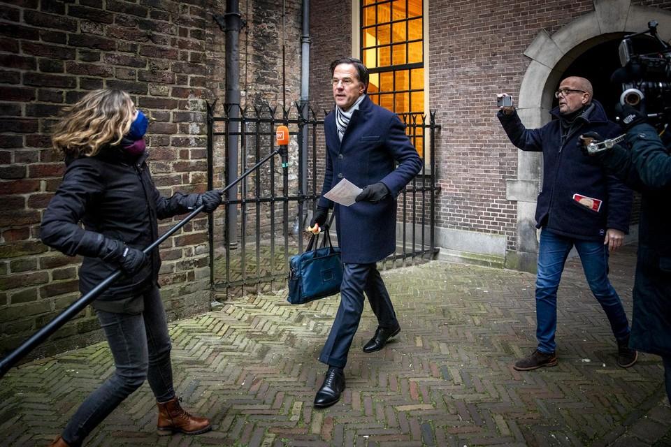 Premier Rutte net voor aanvang van de ministerraad.