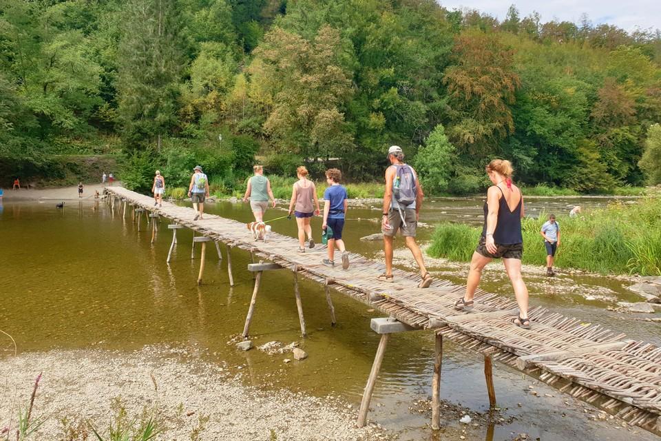 De Pont de Claies wordt elke zomer teruggeplaatst voor de wandelaars.