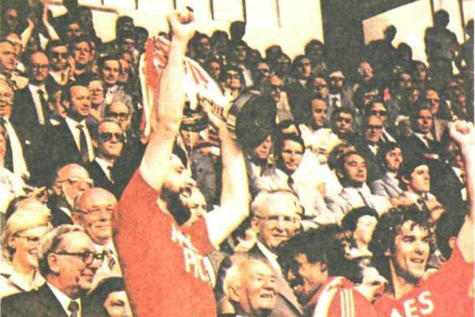Standard, hier met Eric Gerets en Gerard Plessers, won met Jos Daerden in de rangen de beker in 1981.