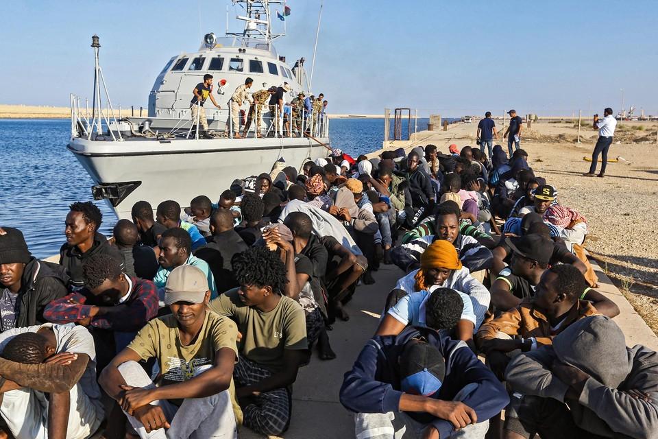 Archiefbeeld: veel vluchtelingen proberen vanuit Libië het Europese vasteland te bereiken, maar de Libische autoriteiten treden vaak hardhandig op.