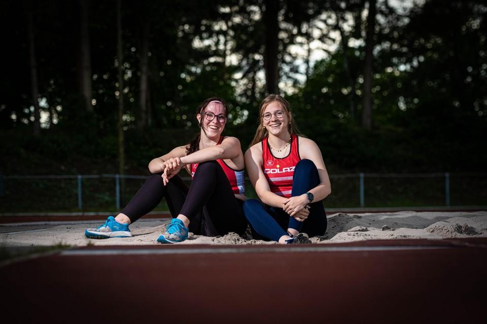 """Clubgenotes Mirthe Vansimpsen (l.) en Margot Delbare: """"Meer dan concurrenten zijn we vriendinnen."""""""