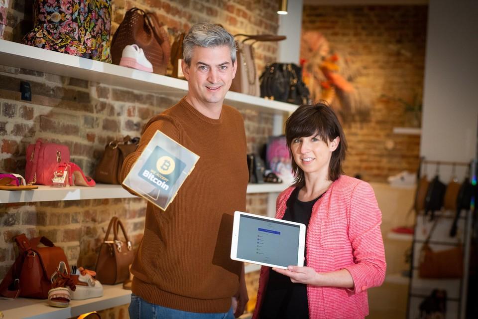 Zaakvoerders Lenny en Ellen geloven in een toekomst waar consumenten met cryptomunten zullen betalen.