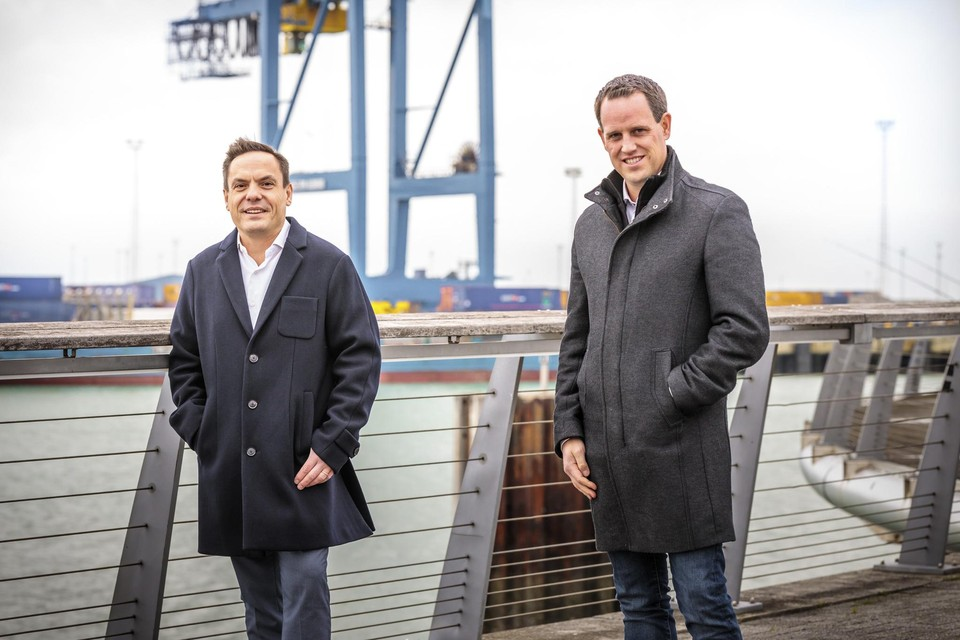 Stijn Bijnens van Cegeka (links) en Citymesh-CEO Mitch De Geest.