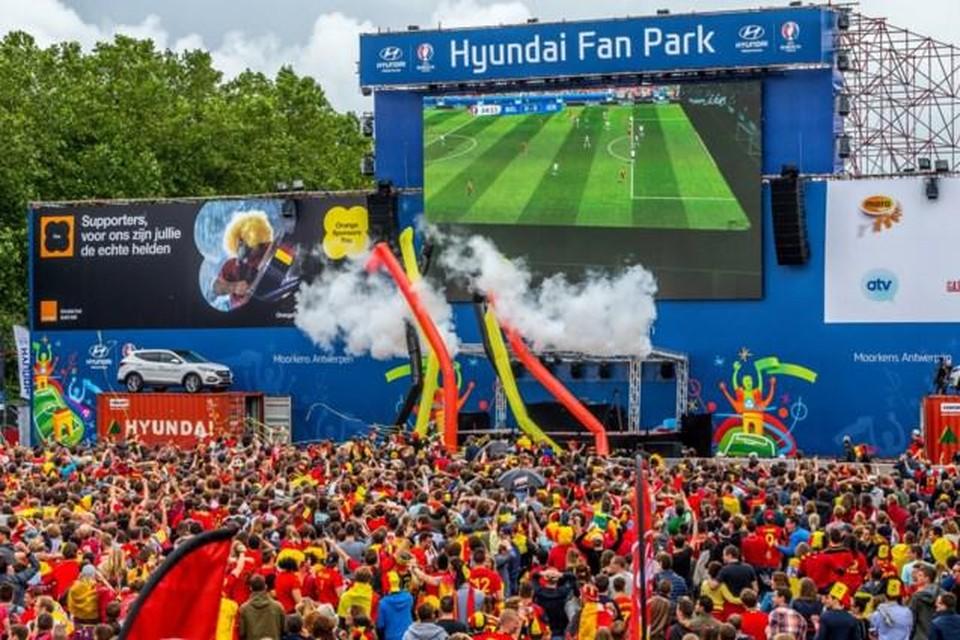 De wedstrijden van de Rode Duivels op groot scherm volgen zal weer mogelijk zijn, zoals hier in Antwerpen bij het EK 2016.