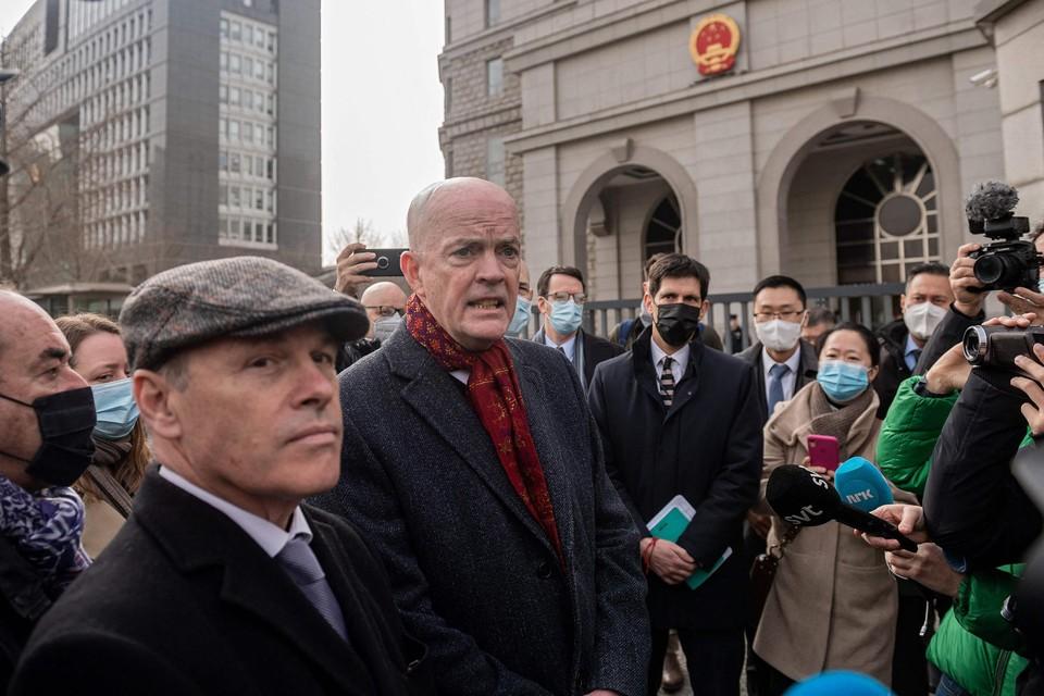 Amerikaanse en Canadese diplomaten worden niet binnengelaten in de rechtszaal.