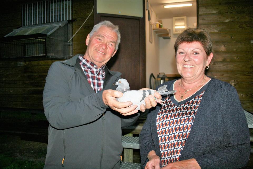 Robert Abrams en echtgenote Nicole winnen onze 54ste Horta-HBvL Orléansduivenvlucht