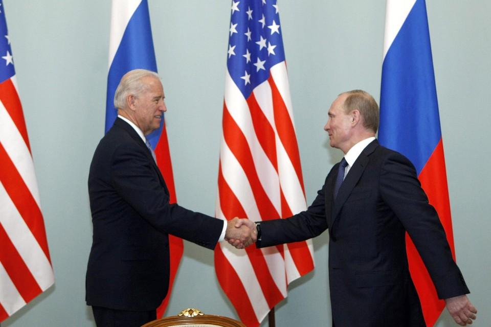 Biden en Poetin ontmoetten elkaar in het verleden al meermaals, hier in 2011 tijdens een top over het conflict in Syrië..