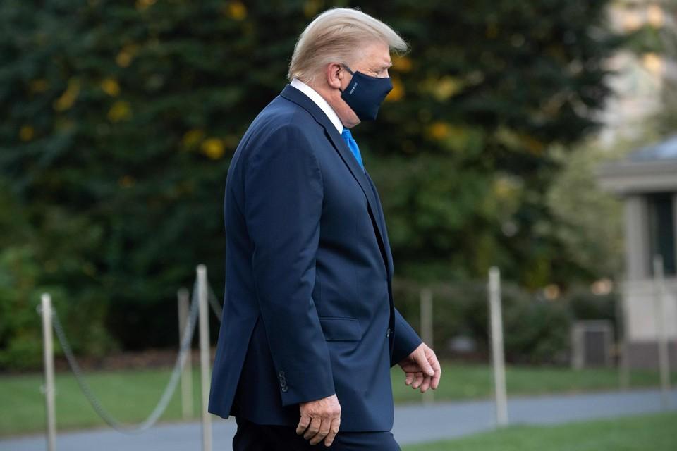 Trump kon nog gewoon zelf naar de helikopter wandelen.