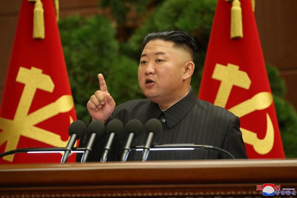 De Noord-Koreaanse leider Kim Jong-un heeft verschillende hoge verantwoordelijken ontslagen.