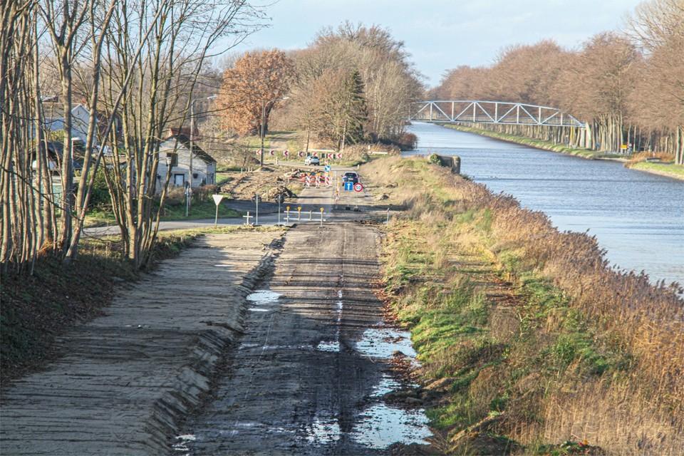 De weg langs het kanaal wordt op dit moment heraangelegd. Als dat werk achter de rug is, komt er ook trajectcontrole.