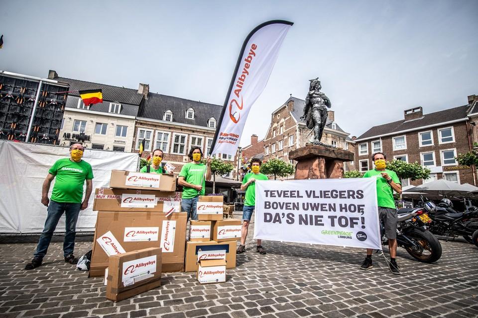 Greenpeace voerde dit weekend actie aan het standbeeld van Ambiorix tegen de komst van Alibaba naar de luchthaven van Luik.