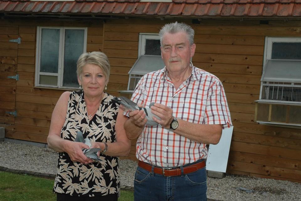 Gerrie en Jos Schaekers met hun twee prijsbeesten.