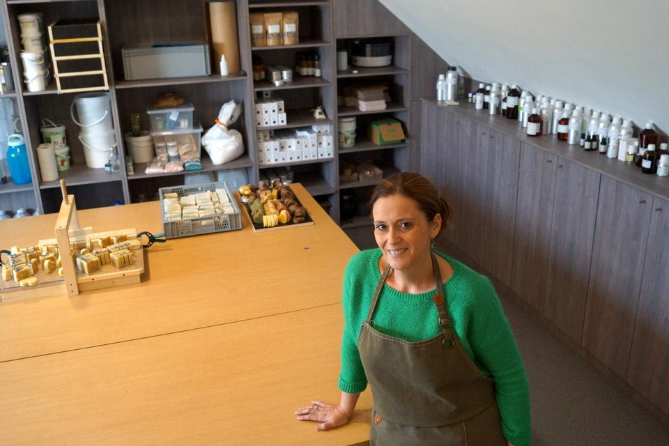 Katya Loos uit Mechelen-Bovelingen ontwikkelde in coronatijd een passie voor natuurlijke huidproducten.