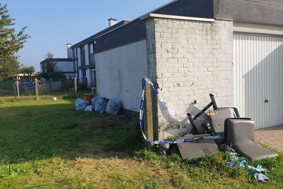 De plek waar het drama vrijdagavond plaatsvond: de tuin van een huurwoning in Oostkamp.