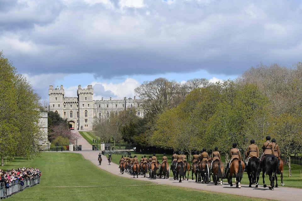 De King's Troop Royal Horse Artilleryop weg naar Windsor Castle.