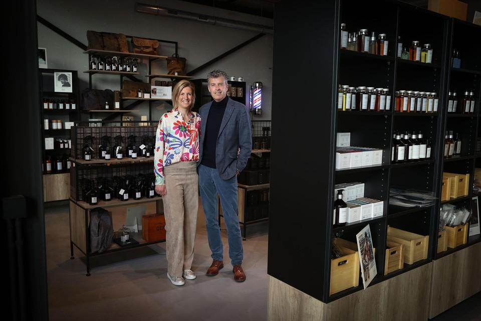 """Zaakvoerders Kim Dericks en Joris Bloemen van kappersgroothandel Kanters. """"Nog nooit zoveel contact gehad met onze klanten."""""""
