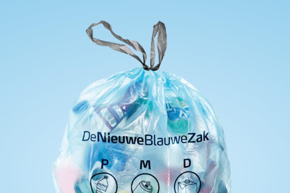 De Nieuwe Blauwe Zak wordt deze week met een klein beetje vertraging geleverd aan de winkelpunten.