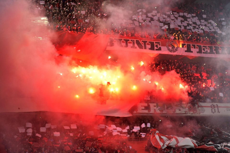 Standard ziet zich vrijdagavond, wanneer de competitie op gang wordt getrapt, gesteund door 9000 supporters.