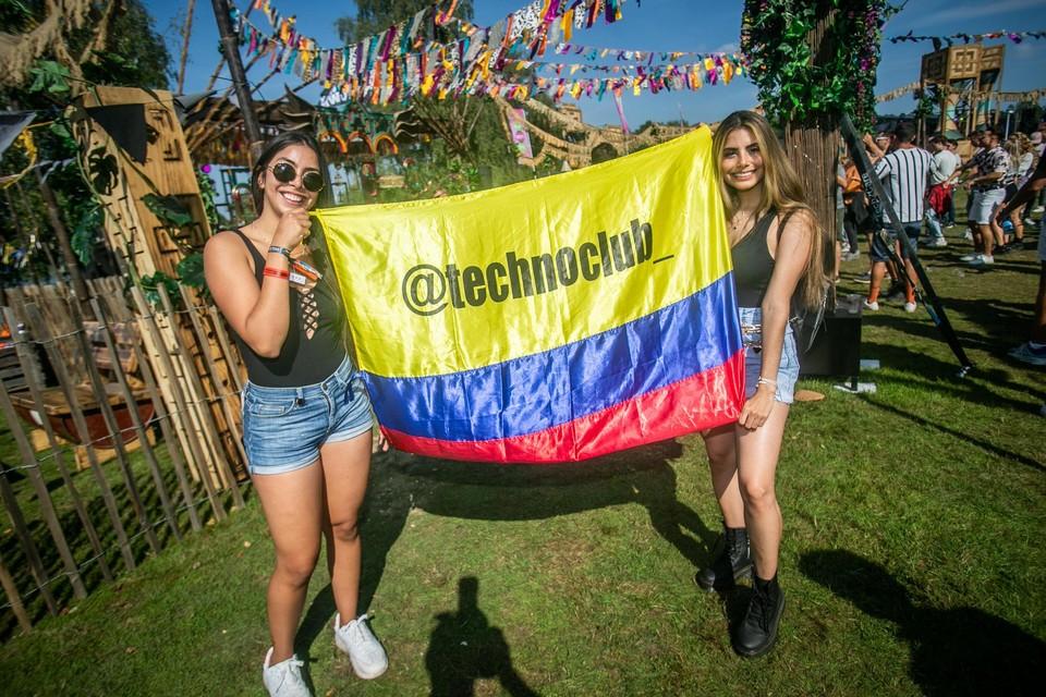 De Colombiaanse vriendinnen Laura en Maria-Allejandra zakten volledig gevaccineerd af naar Houthalen-Helchteren.