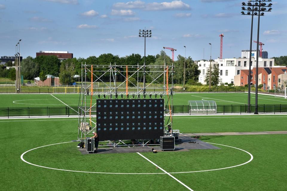 Op de tribunes van Sporting Hasselt kunnen zaterdag 400 supporters samen naar de match van de Rode Duivels kijken. In het cafetaria is er dan plaats voor 200 fans.