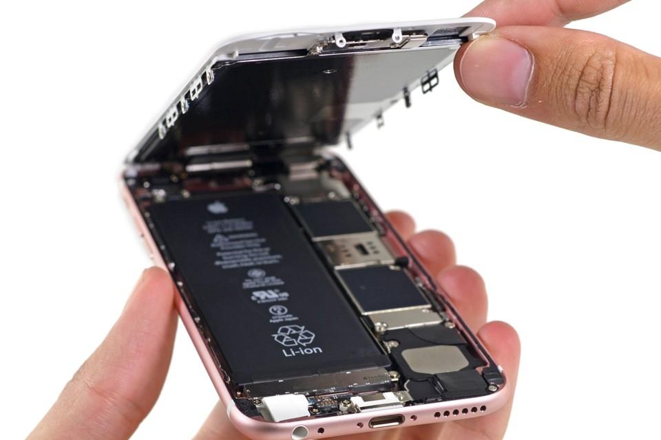 Eigenaars van oude iPhones dienden klacht in nadat de prestatie van de batterij afnam na een update