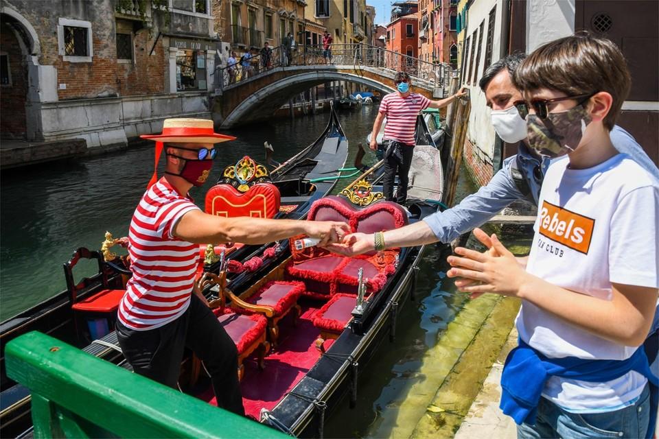 Een op twee van de Belgische toeristen die voor de crisis al een reis hadden geboekt heeft die vakantie intussen geannuleerd.