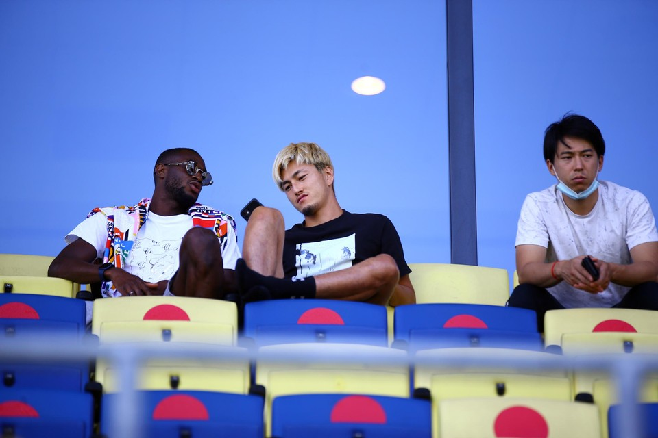 Afgelopen zaterdag tegen Eupen nam Konaté nog plaats naast Suzuki in de tribune.