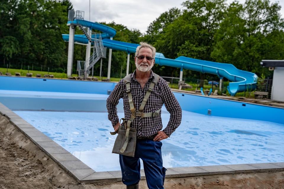 """""""Plots stonden we voor heel grote werken waar we niet op voorzien waren. Daardoor krijgen we nu eigenlijk een volledig nieuw zwembad"""", zegt Eddy Coels."""