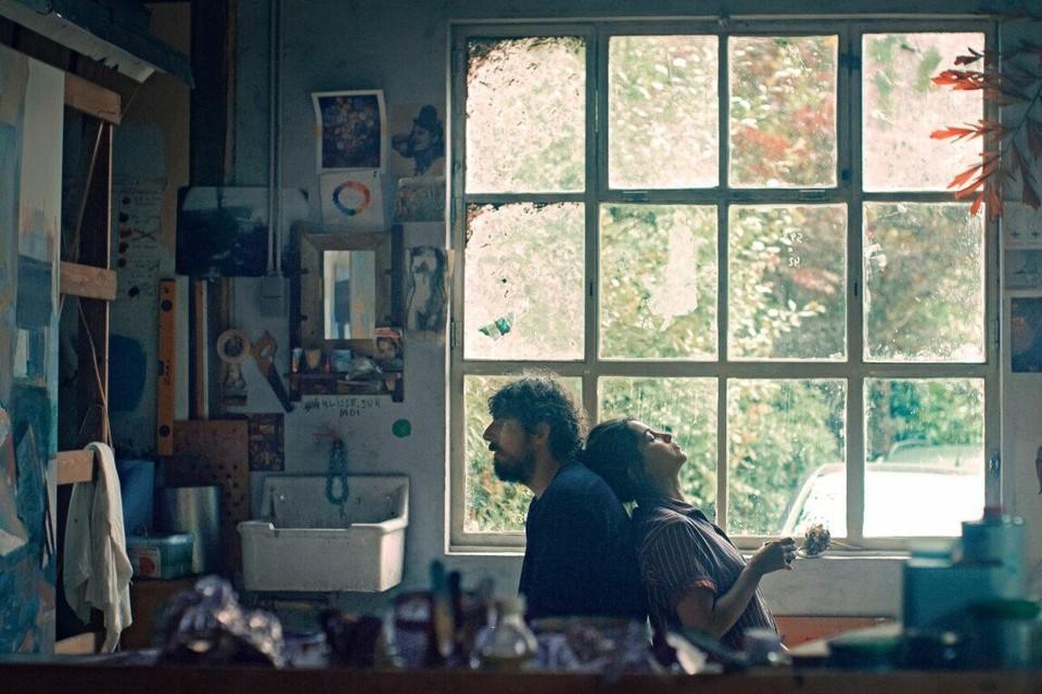 Leïla (Bekhti) weet niet meer hoe ze haar bipolaire man Damien (Bonnard) moet benaderen in 'Les Intranquilles' van Joachim Lafosse.