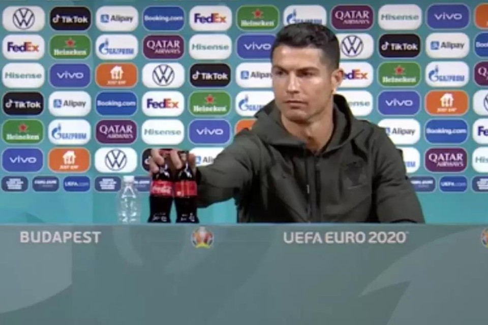"""""""Cola, bah!"""", zei de Portugese stervoetballer Ronaldo maandag."""