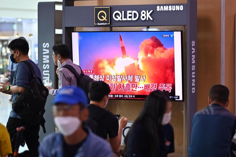 Een Zuid-Koreaanse zender toont de lancering.
