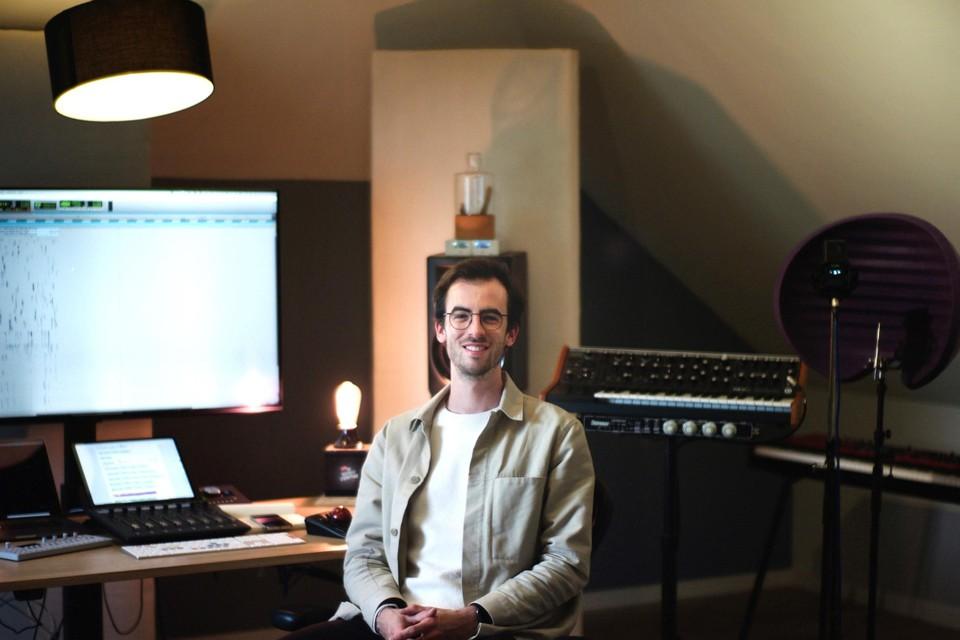 Diepenbekenaar Tom Verstappen (29) in zijn thuisstudio.