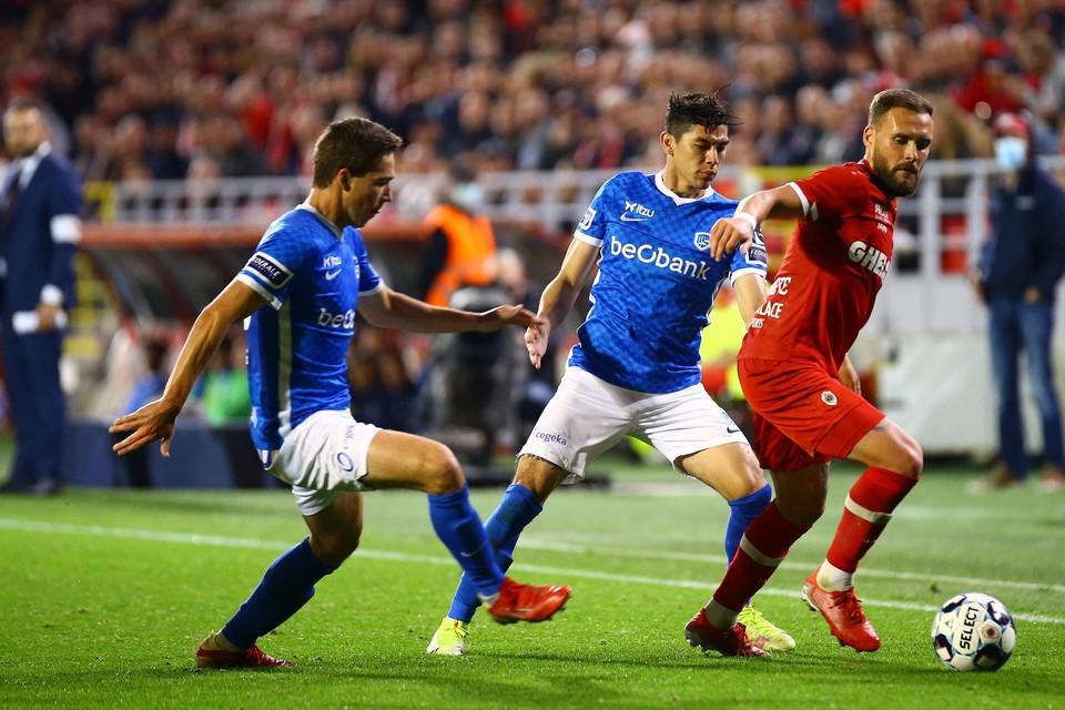 Eiting en Arteaga kunnen Verstraete niet stoppen. De Antwerp-middenvelder deed de partij mee kantelen.