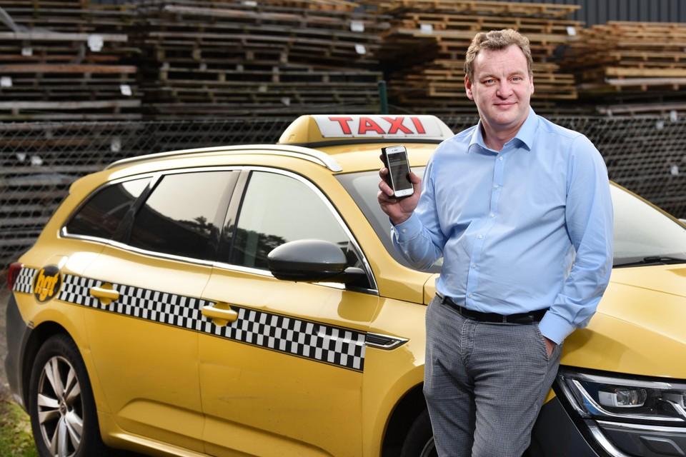 """""""De klant kiest zelf een taxi uit: die met de goedkoopste prijs, de snelst beschikbare chauffeur of de mooiste wagen"""", vertelt initiatiefnemer Gwen Reynders van Hasseltse Gele Taxi."""