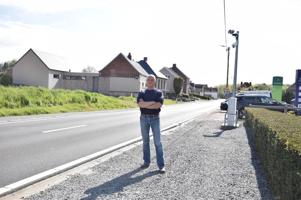 Theo De Metzeler aan de ANPR-camera voor zijn huis aan de Geraardsbergsestraat