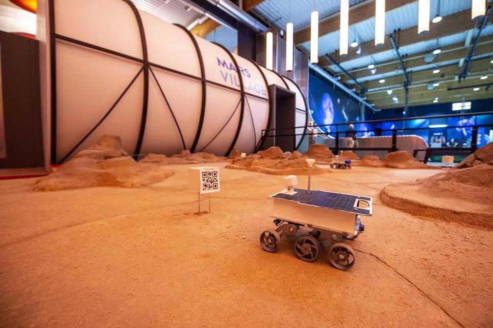 Als een echte ruimtereiziger leer je marsrobotjes besturen en grondstoffen ontginnen.