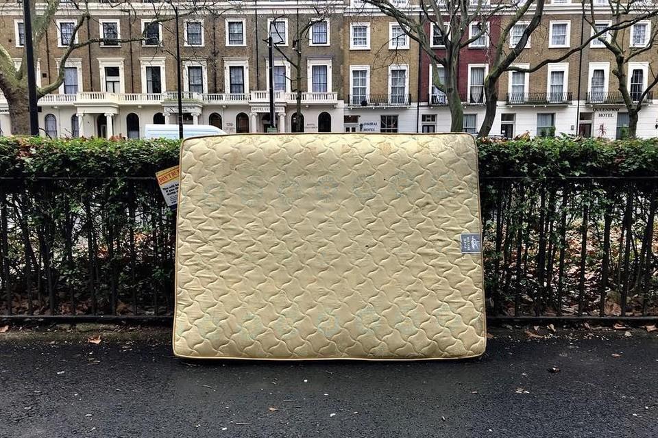 In tegenstelling tot eerdere berichten, mogen ook niet zo propere matrassen gratis worden ingeleverd op het recyclagepark.