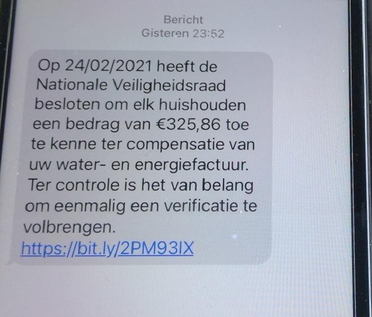 De website achter deze sms werd dinsdagochtend offline gehaald door het parket Limburg.