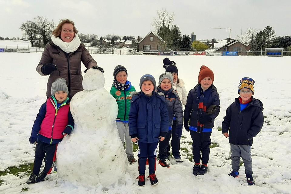 De kinderen beleefden een dagje sneeuwpret tijdens het paasvoetbalkamp van Heers VV.